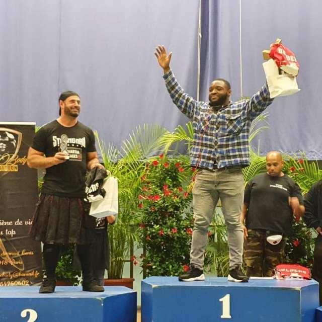 Akoto et Henri sur le podium du Championnat de France de Strongman 2019 en - 105 kg