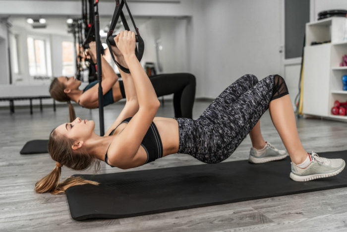 ejercicios de fuerza con autocarga en TRX