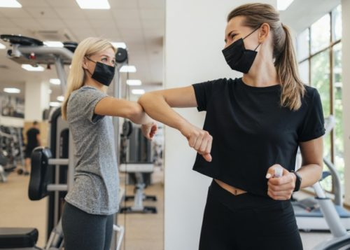 uso de mascarilla facial durante el entrenamiento