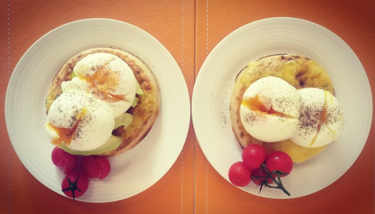 How to stay fit while traveling - chose healthy breakfast options