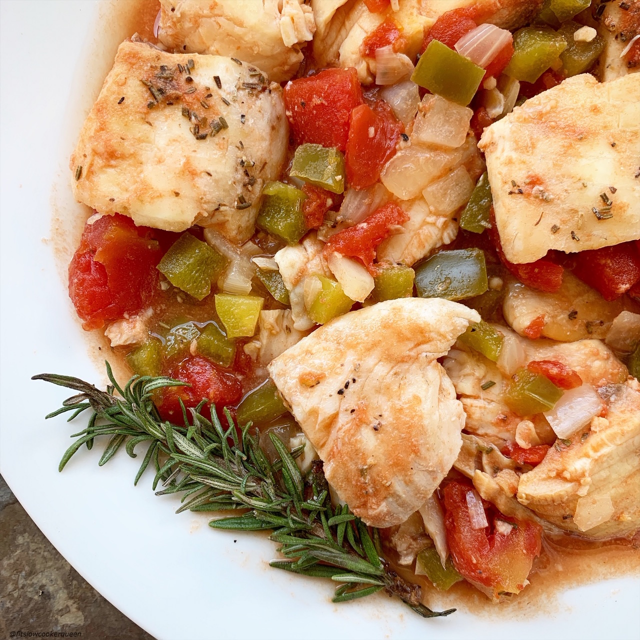 Fish in the slow cooker? Of course. Your favorite fish slow cooks with tomatoes and vegetables in this aneasy low-carb, paleo, and whole30 recipe.