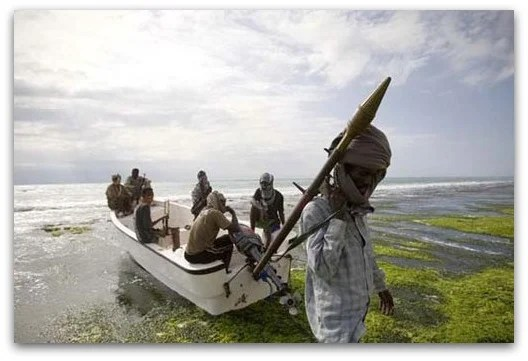 Los agentes de seguridad, armados con rifles de largo alcance, tendrán que defenderse de piratas con RPG´s y Kalashnikovs.