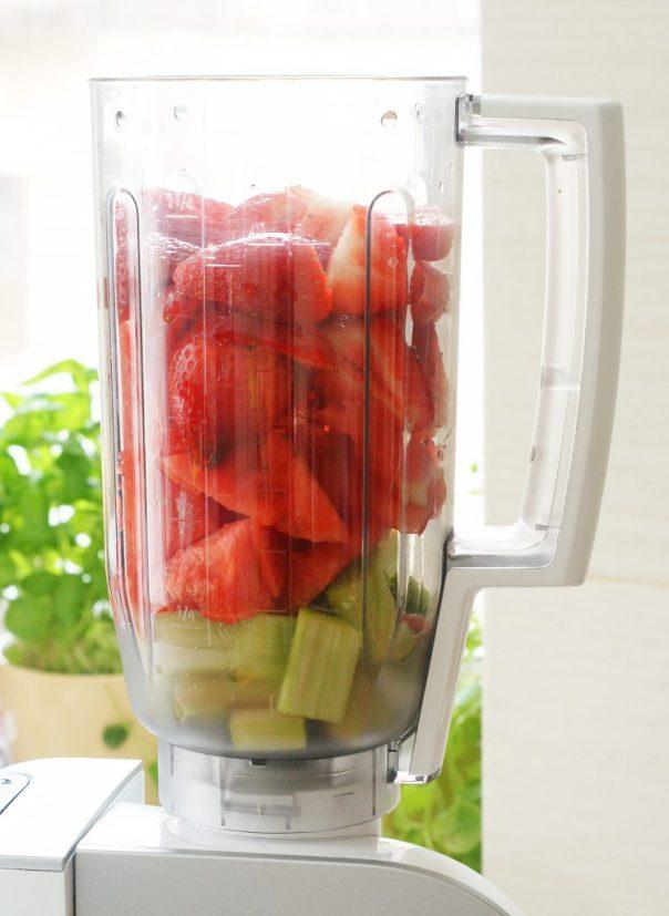 Napój truskawka-arbuz-rabarbar