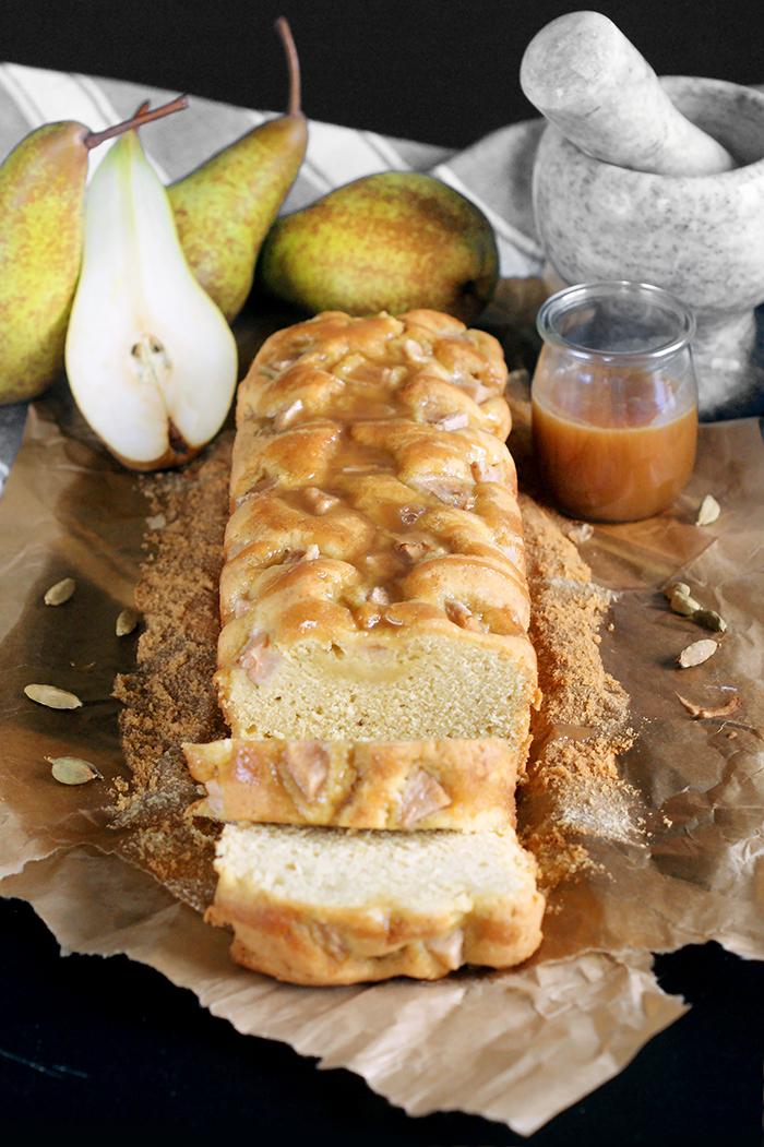 Kardamonowo-imbirowe ciasto z gruszką