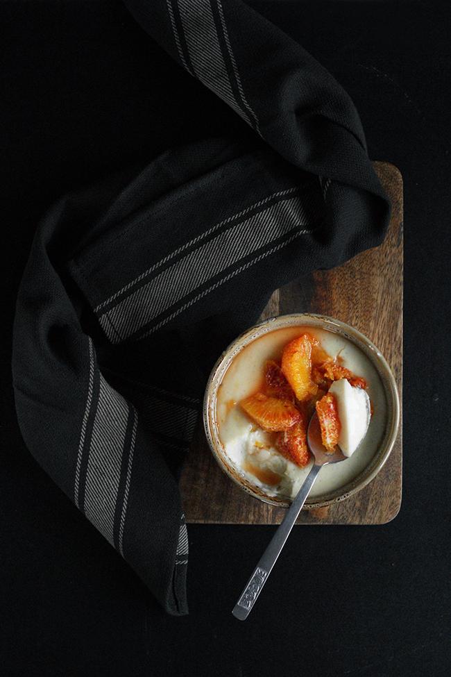 Kokosowy budyń jaglany z karmelizowaną pomarańczą