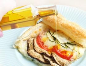 Tarta francuska z cukinią, bakłażanem, pomidorem i mozzarellą