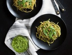 Jak przygotować idealne zielone pesto? Pesto z rukoli z makaronem.