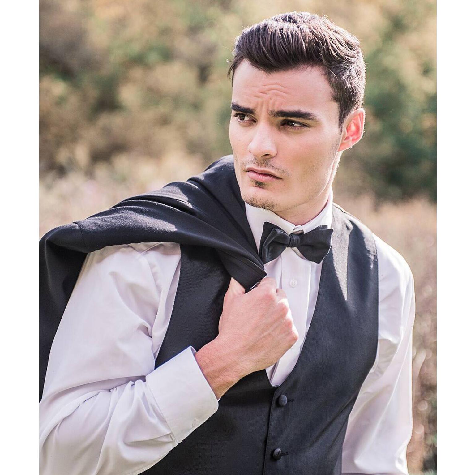 Toronto-Fitness-Model-Agency-Bridal-Groom-Lifestyle-Portrait-Lucas-Bertolino