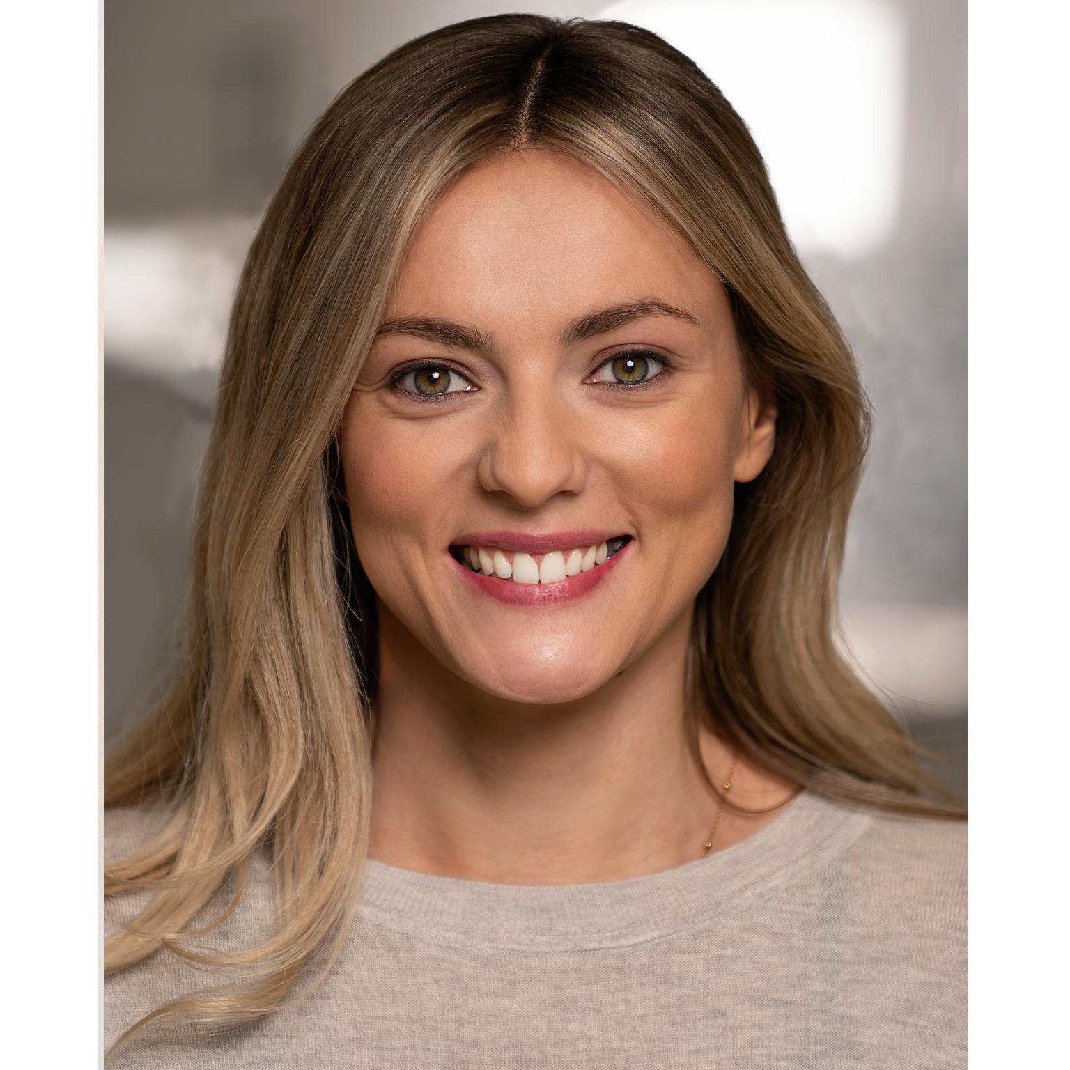 Toronto-Fitness-Model-Agency-Headshot-Leslie-Bonniveau