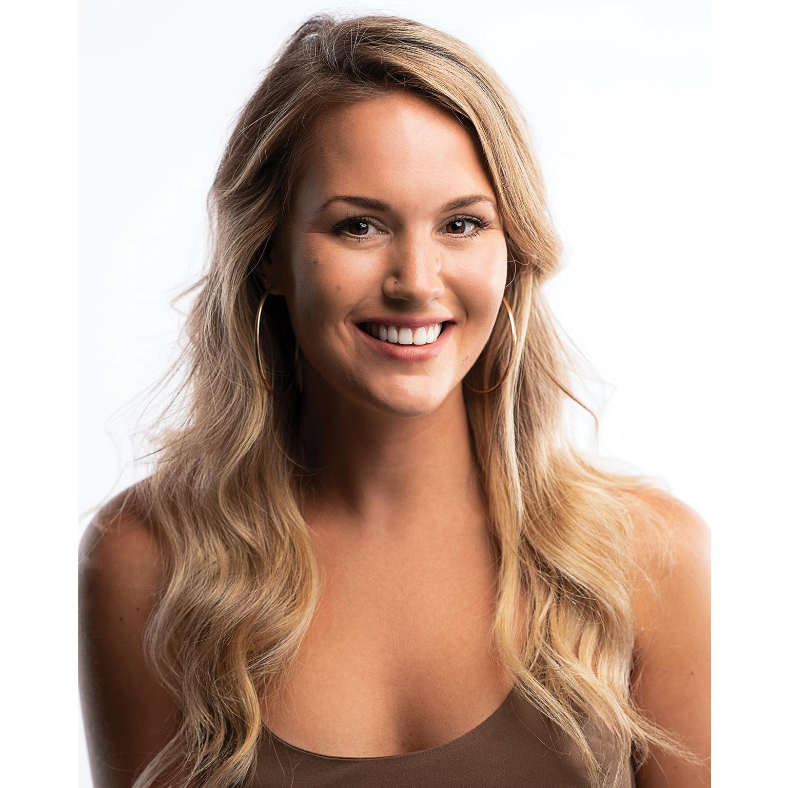 Toronto-Fitness-Model-Agency-Headshot-Lifestyle-Christine-McCabe