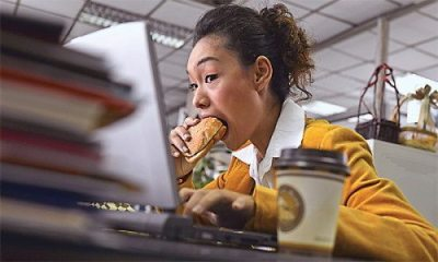 Fitness Tips - Don't Eat While Distracted