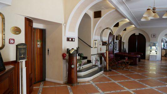 hotel marmorata lobby fittwotravel