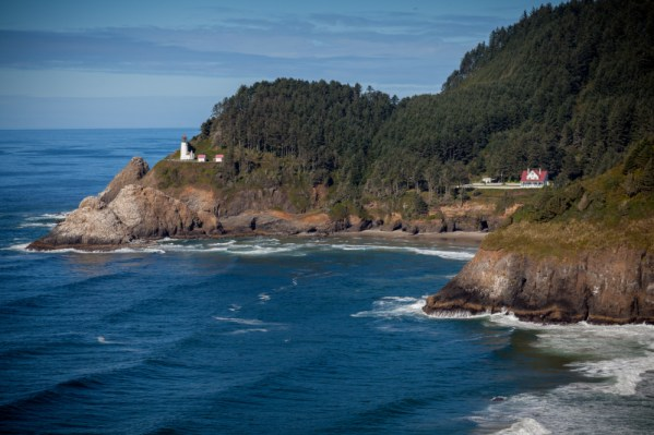 cool and unusual places to stay oregon heceta head lighthouse