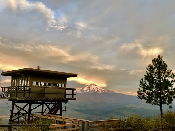 cool places to stay oregon green ridge lookout