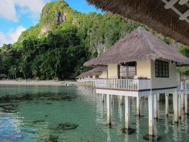 overwater bungalows Apulit Resort El Nido