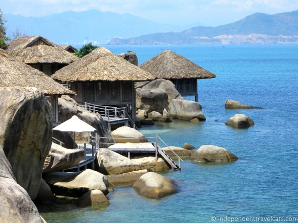 overwater bungalows Six Senses Ninh Van Bay