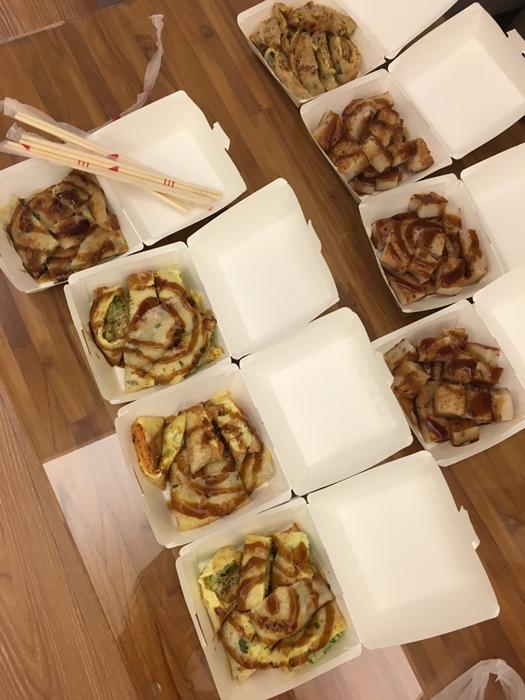 風味台式早餐:煎蛋餅、三文治、羅蔔糕