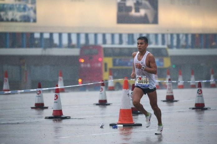 2016年渣馬,每位參加嘅跑手都感受雨中濕透嘅感覺。