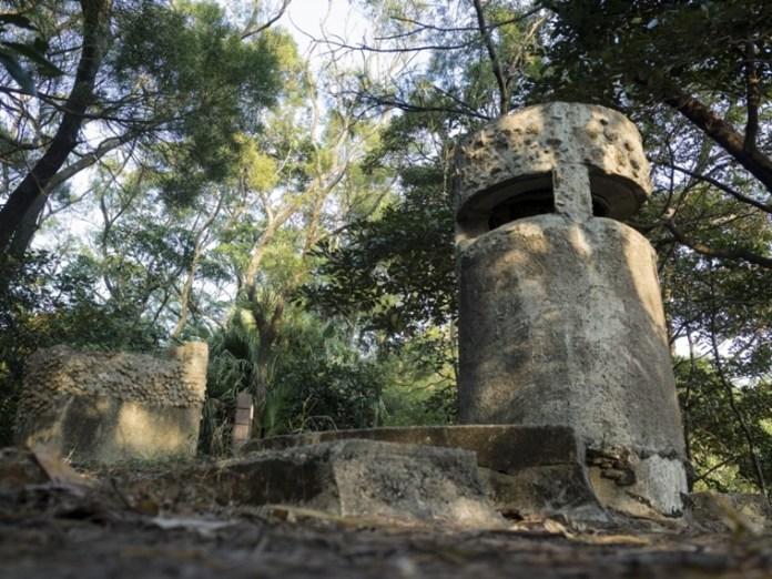 整個水泥碉堡的弱點就是通風管道,日軍就是從這處投進手榴彈,瓦解守軍防衛