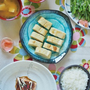 lots of nice dishes in a simple japanese meal