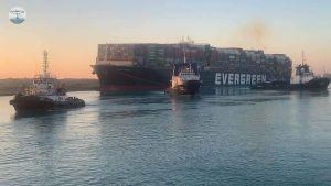Canale di Suez di nuovo libero, disincagliata la Ever Given alle 4.30 di questa mattina