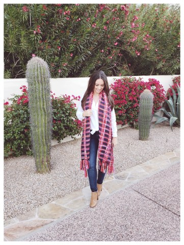 Petite Fashion Blogger Five Foot Feminine in Womens Gap Scarf
