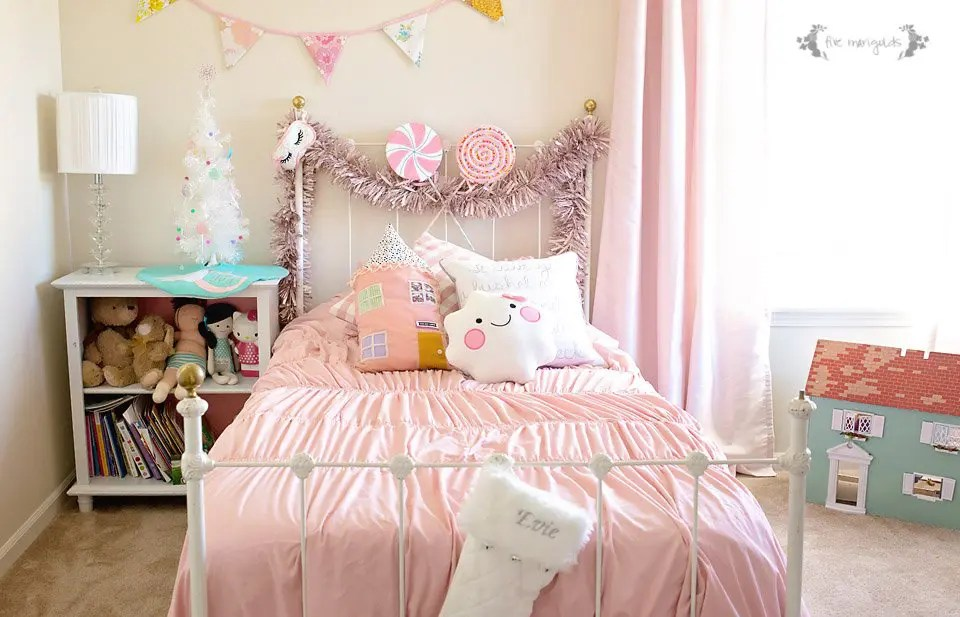 christmas-chic-girls-room-_-five-marigolds_1-2