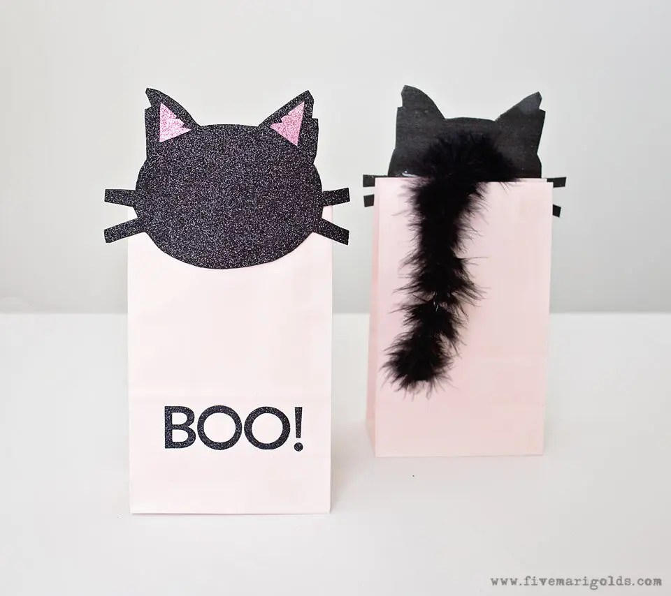 Pink and Black Cat Hallween Bags with Free Printables. Would make great Birthday Favors.
