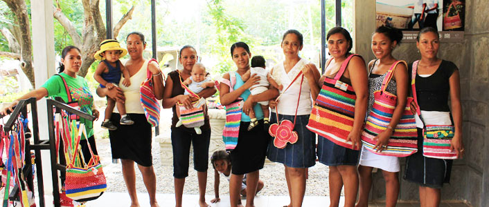Community Project Save Turtles, Using Plastic Bags From Beaches - Nicaragua