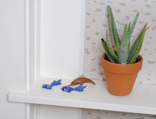 bookcase detail plant