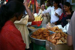 How to eat Indian street food safely