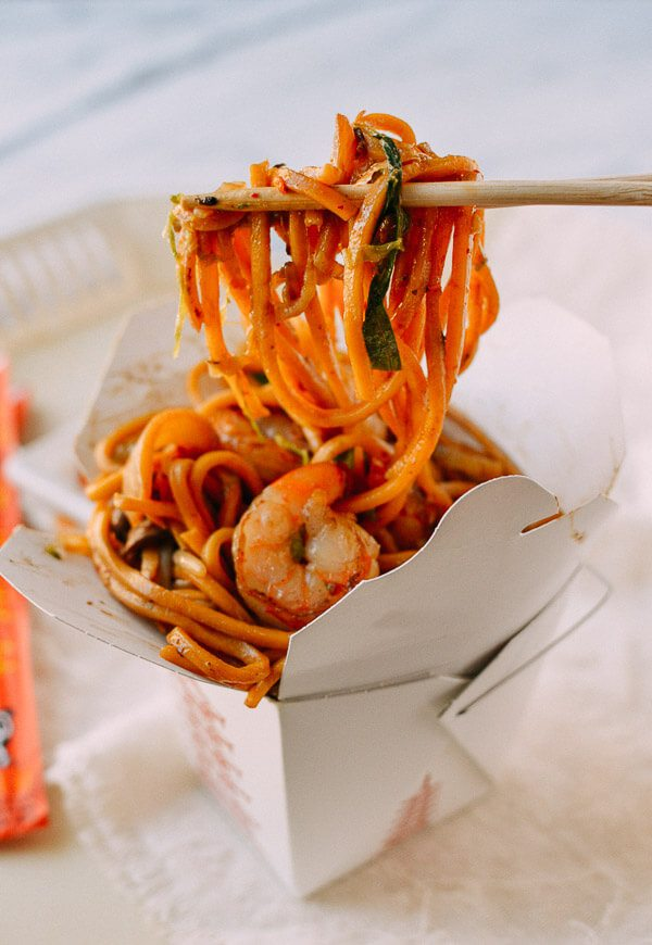 The Best Lo Mein Recipes by thewoksoflife.com