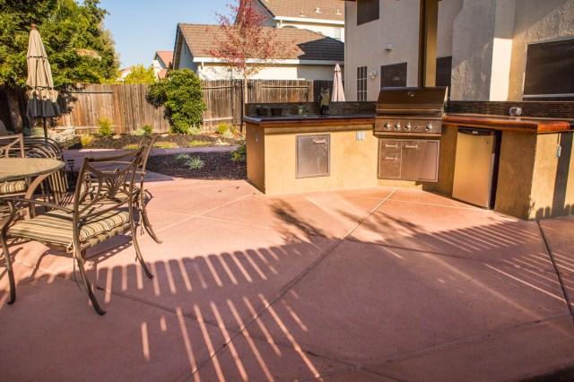 outdoor kitchens in landscaping, custom outdoor kitchen