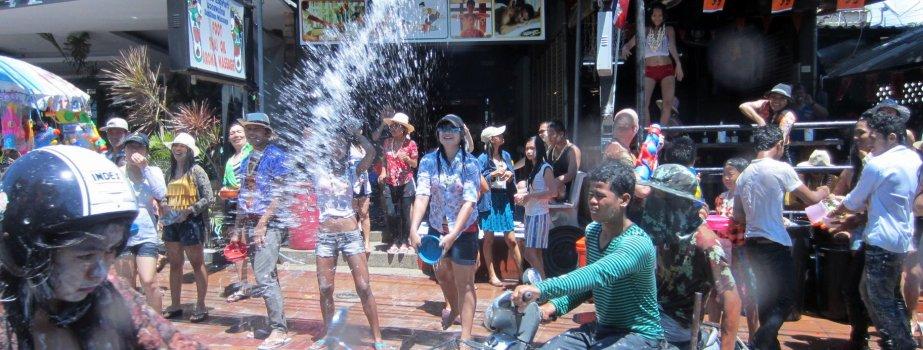 songkran-Pattaya-water-fight-Thailand-