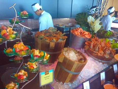 Pattaya-Hilton-Buffet-Edge-Restaurant-seafood-wine-beach