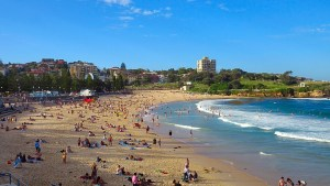 Busy-Chaotic-Coogee-Beach-Sydney-Australis-bikini-babes-sexy-surf-sand-ocean-hotels-pubs-food-restaurants
