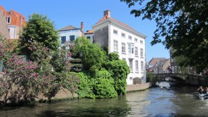 Europe-Belgium-canal-restaurant-hotels-Bruges-Medieval-Buildings-Cobblestone-Streets