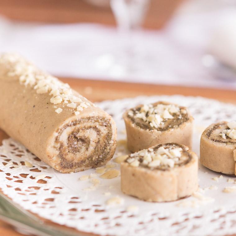 vegansk-and-glutenfri-kanelbullerulltarta-som-bakas-utan-ugn-av-anna-winer-04-jpg.jpg