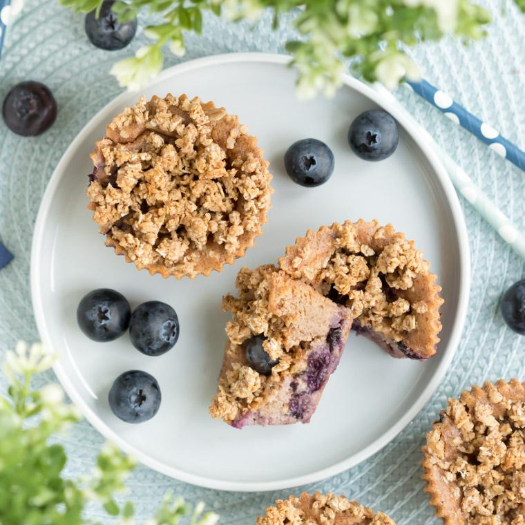 glutenfria-och-veganska-blabarsmuffins-med-havresmul-av-anna-winer-04-jpg.jpg