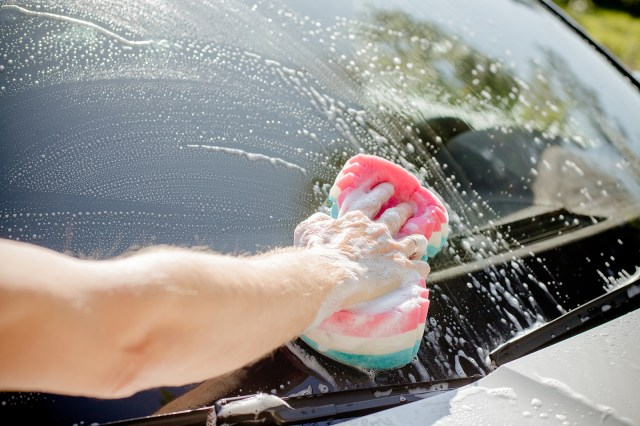 How to Clean Car Windows Without Streaks - Fix Auto USA
