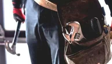 Marido de aluguel com cinto de ferramentas em Blumenau