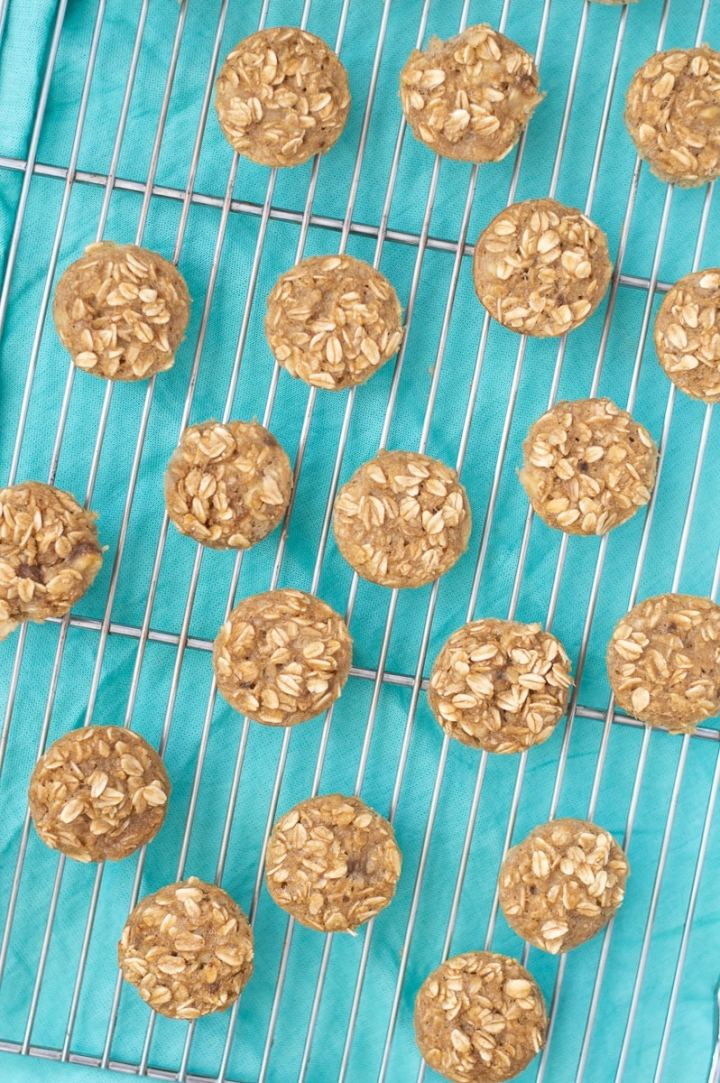 Banana Oatmeal Bites are easy to make and gluten-free. A mixture of oats, high fiber flax meal, bananas, and few pantry and fridge staples and you'll have a kid-friendly on-the-go breakfast!