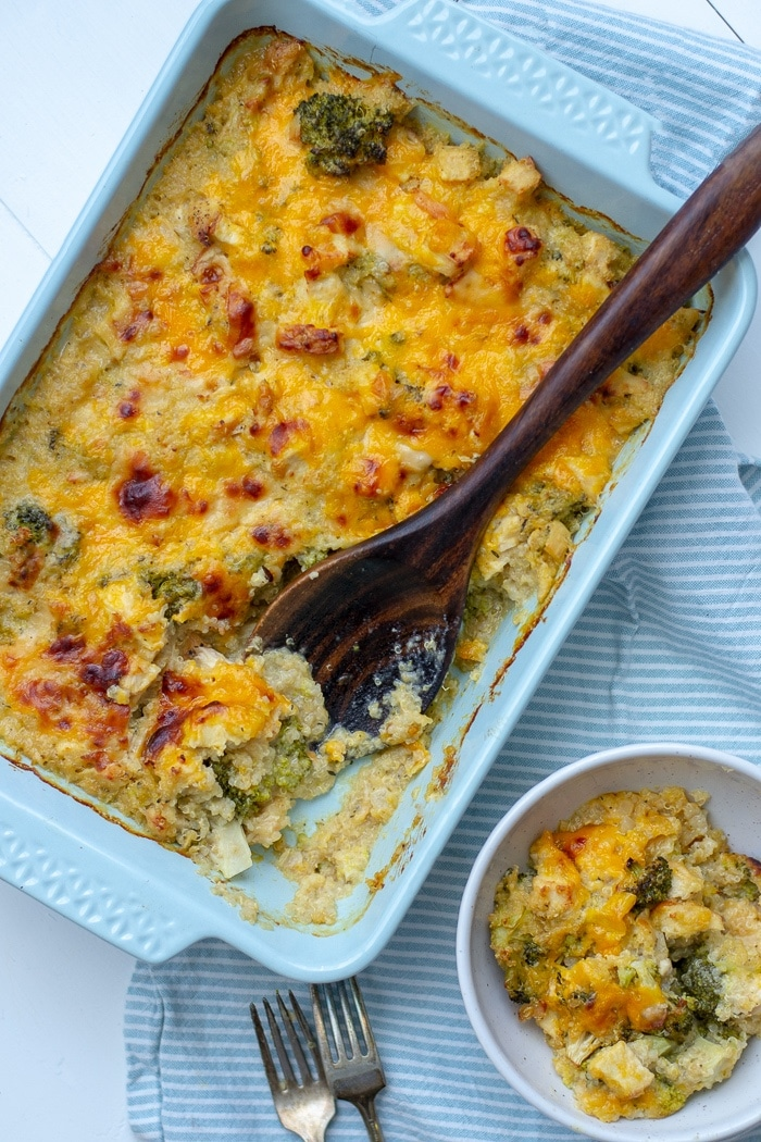 Easy chicken and quinoa casserole has got broccoli, chicken, quinoa baked in a creamy cheese sauce and topped with golden, melted cheddar and parmesan. This casserole recipe is a perfect dinner for busy weeknights. #casserole #chickendinner