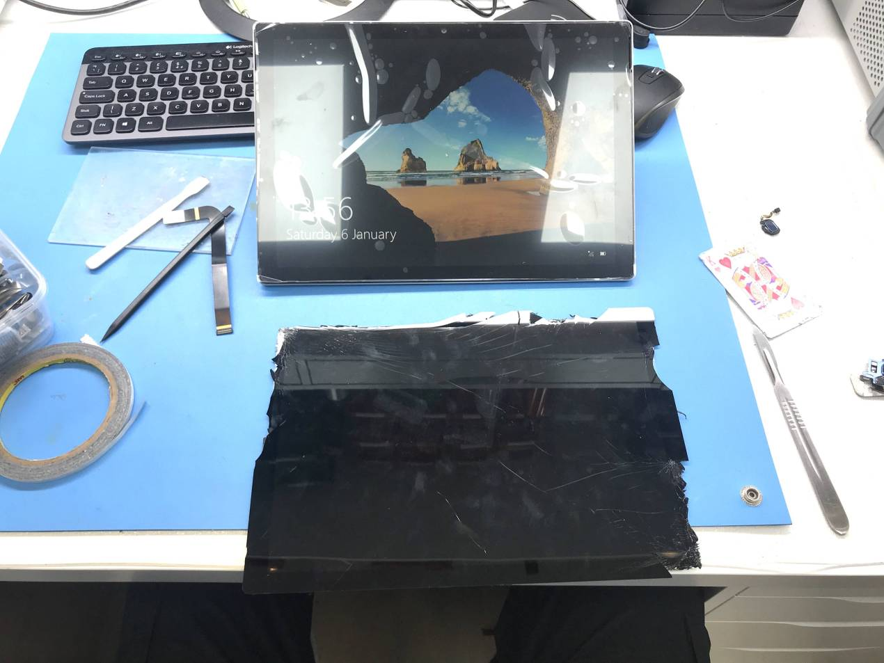 We are testing here the new screen on the Surface Pro 4 below is the broken screen which we removed
