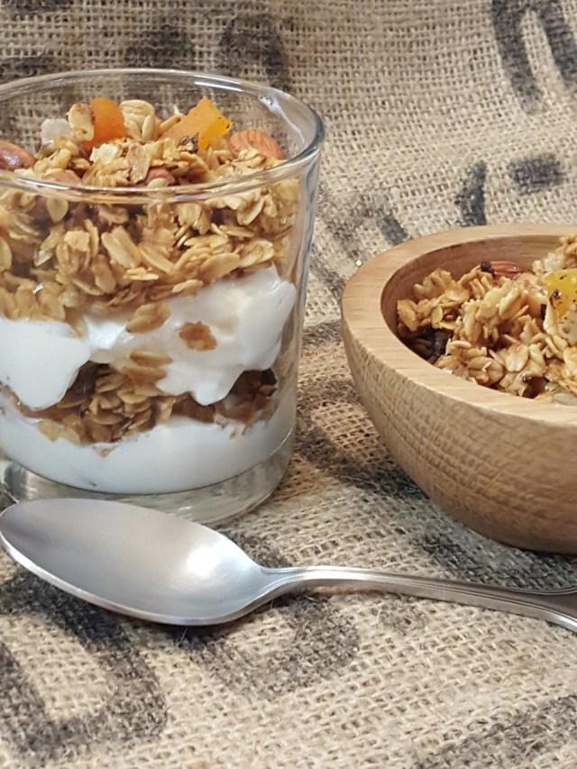 tropical-granola-yogurt-parfait
