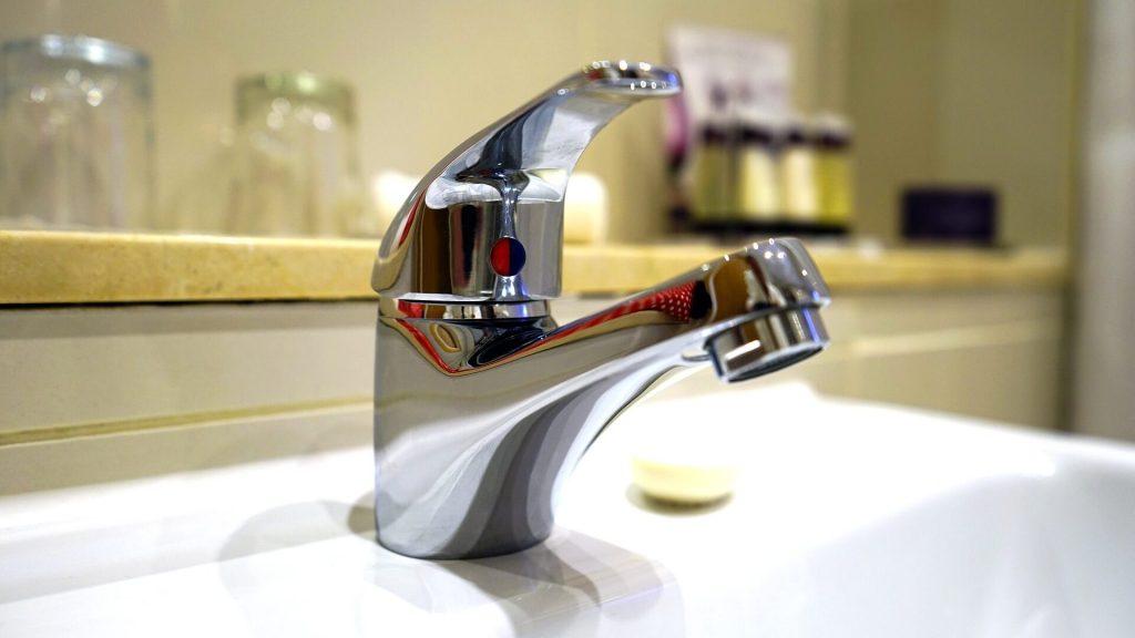 fix a leaking compression faucet