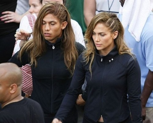 This photo of Jennifer Lopez and her body double, who's a GUY