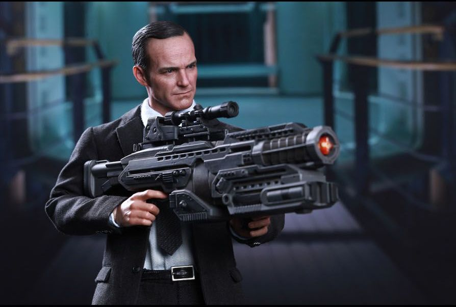 The Avengers - Agent Phil Coulson Hot Toys Figure