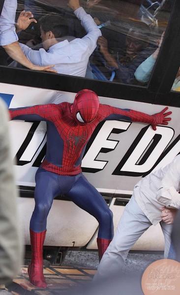 amazing-spider-man-2-set-photo-bus-1-366x600