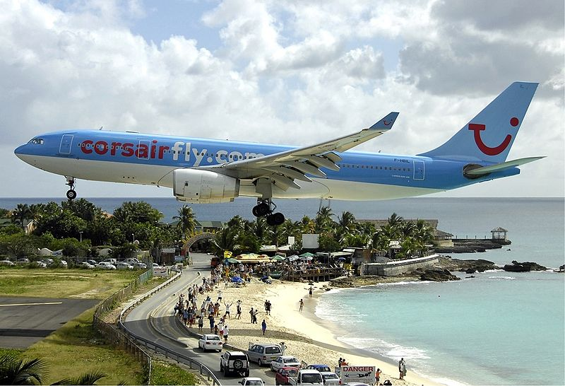 Maho beach Plane spotting photography